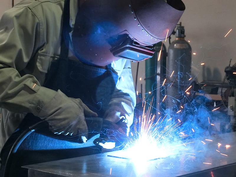各素材により、アルゴン、アーク、半自動他、あらゆる溶接に対応し、製品を組立てます。